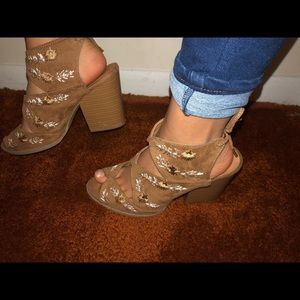 Super cute brown ankle boots with laces